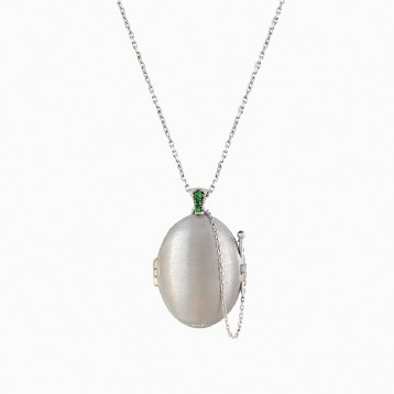 Classic Locket -Green Garnet-